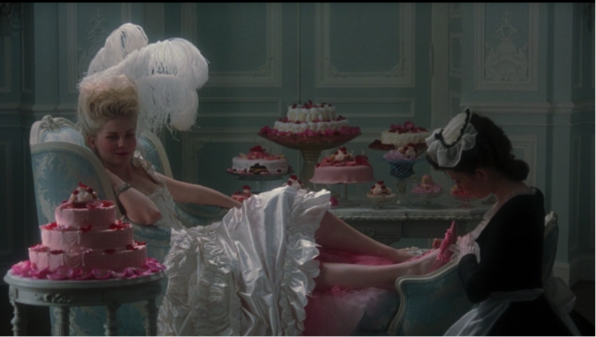Figure 1. La séquence pré-générique est fidèle au mythe de la reine Marie Antoinette tel que représenté dans l'imaginaire populaire.