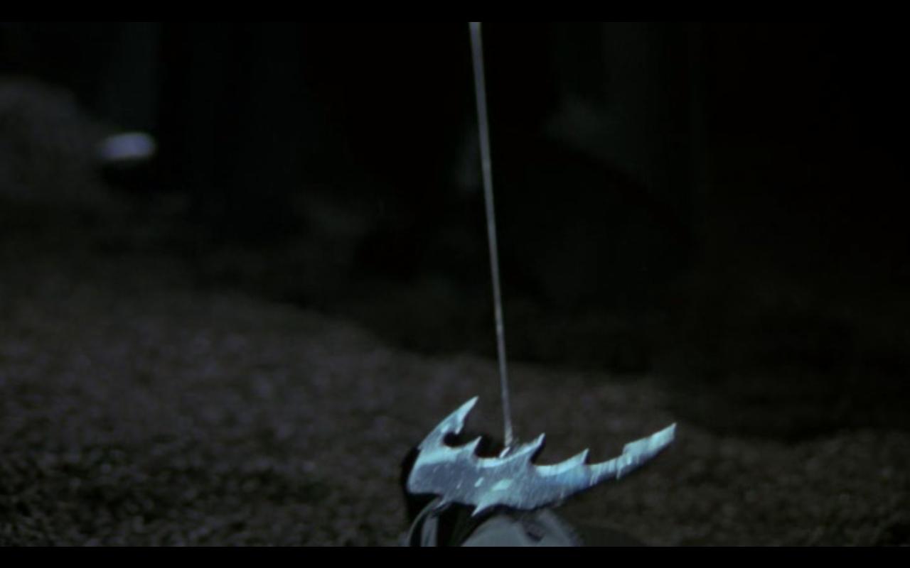 Grappin chauve-souris dans Tim BURTON, Batman, 1989 [Film DVD, capture à 06m20s]