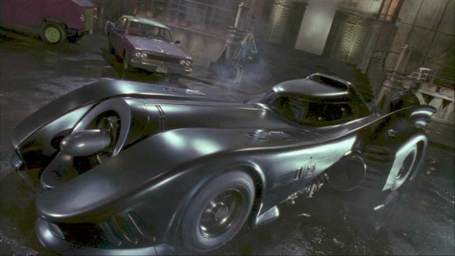 La Batmobile à travers les âges dans Tim BURTON, Batman, 1989 [Film DVD capture à 1h37m24s]
